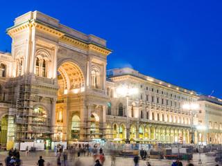 Spoed Foto op Canvas Milan Vittorio Emanuele II Gallery in Milan by night with blurred tour