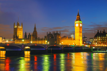 Photo sur Plexiglas Londres London with the Clock Tower and Houses of Parliament