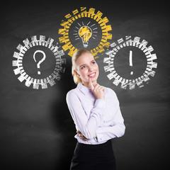 junge Frau löst Problem mit einer Idee