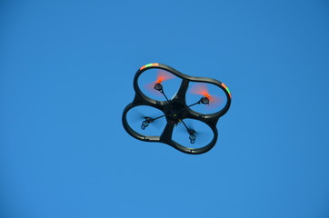 Unmanned quadcopter (quadracoptere)