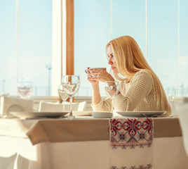 Woman drink her morning coffee in cafe