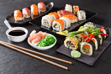 Photo sur Aluminium Sushi bar Japanese seafood sushi set