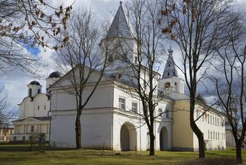 Воротная башня Гостинного двора весной. Великий новгород