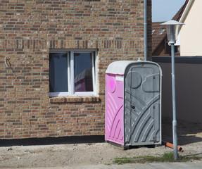 Baustellentoilette in Pink