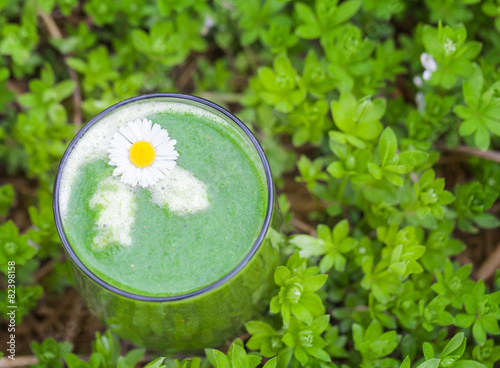 gr ner smoothie im waldmeister stockfotos und. Black Bedroom Furniture Sets. Home Design Ideas