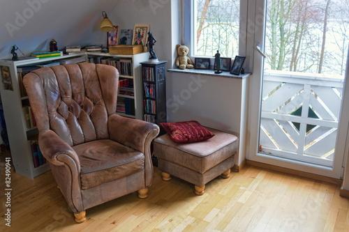 alter ledersessel stockfotos und lizenzfreie bilder auf bild 82490941. Black Bedroom Furniture Sets. Home Design Ideas