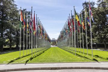 Flaggen der UN-Mitgliedstaaten vor dem Palais de Nations in Genf