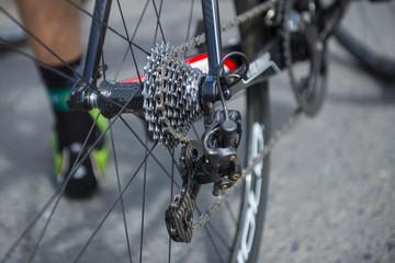Detalle de una bicicleta profesional de ciclismo de carretera