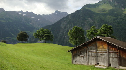Obraz old wooden house in mountains - fototapety do salonu