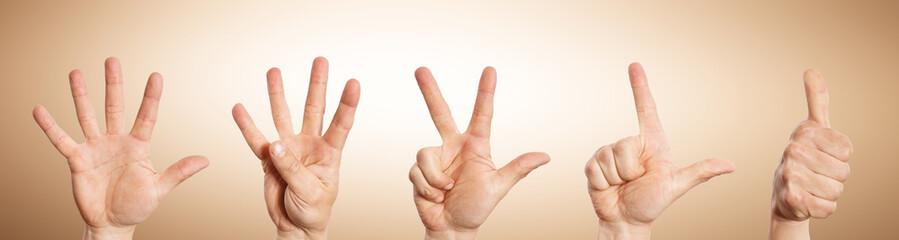 Countdown Hand zählt rückwärts von 5 bis 1