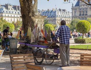Bilder und videos suchen handkarren - Jardin des tuileries restaurant ...