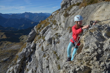 Jugendliche am Klettersteig