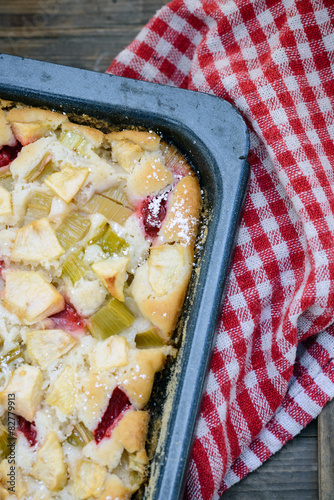 Rhabarber Erdbeer Apfel Kuchen Vegan Stockfotos Und Lizenzfreie