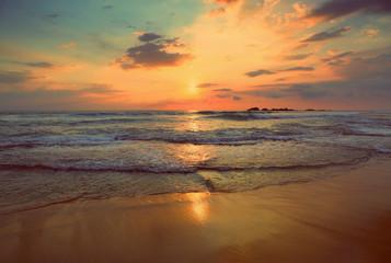 Foto op Plexiglas Zee zonsondergang tropical sea sunset - vintage retro style