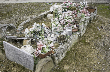 Tomb full flower