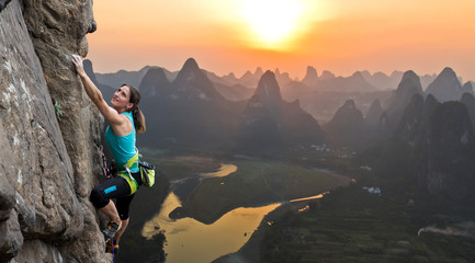 Door stickers Guilin Silhouette of female athlete on Chinese mountain sunset