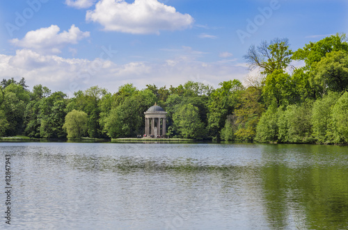 Pavillon Im Englischen Garten Am See Stock Photo And Royalty Free
