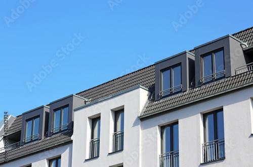 neubau mit vier dachgauben stockfotos und lizenzfreie bilder auf bild 82882924. Black Bedroom Furniture Sets. Home Design Ideas