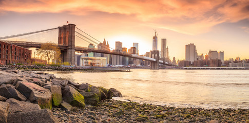 Foto auf AluDibond Ikea Brooklyn Bridge at sunset