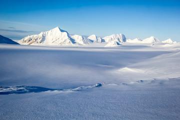 Arctic winter in south Spitsbergen Fototapete
