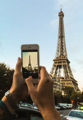 making a phone picture of eiffel tower