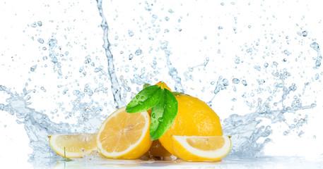 Photo sur Aluminium Eclaboussures d eau Fresh Fruit with water splash