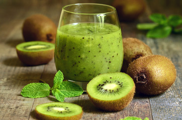 Fresh homemade kiwi juice.