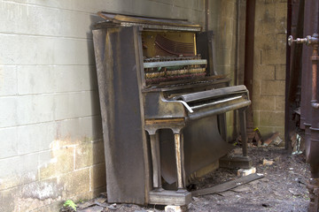 Abandoned player piano