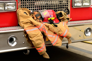 Fire fighter protective clothing