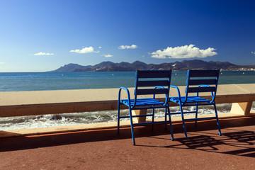 Les célèbres chaises bleues du festival de Cannes