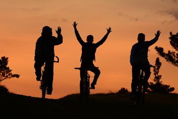 gündoğumunda bisikletli ekip