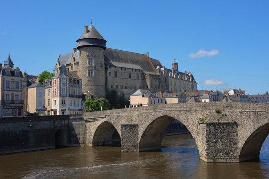 Laval, château et vieux pont