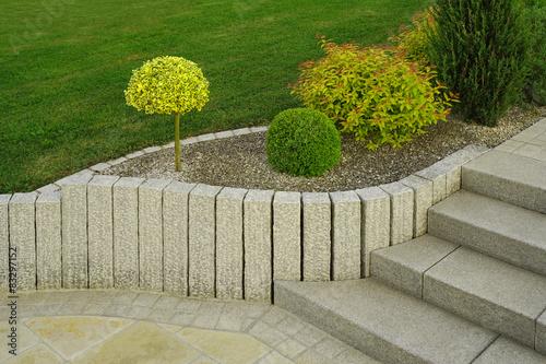 Moderner Vorgarten Als Steingarten Mit Treppe Aus Granit
