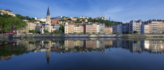 Papiers peints Monument Panoramic view of Saone river in Lyon