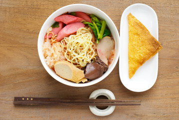 Yen Ta Fo, Noodles with seafood soup and red sauce, Yong Tau Fu