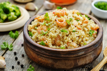 quinoa with shrimp and parsley