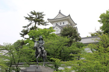 大垣城と戸田氏鉄像