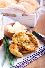 Cheddar & chive beer dampers