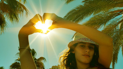 Obraz Girl with heart - fototapety do salonu