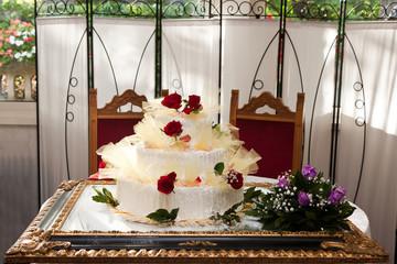 Torta di nozze presentata su cornice per quadro