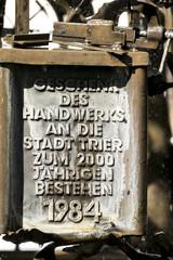 Handwerkerbrunnen Trier Gedenktafel