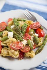 Tortellini mit Spargel und Tomaten