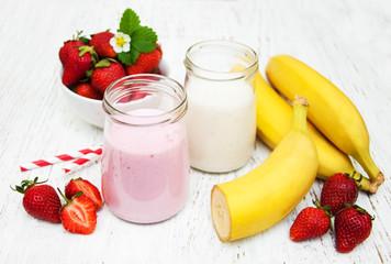 Bananas  and strawberries with yogurt