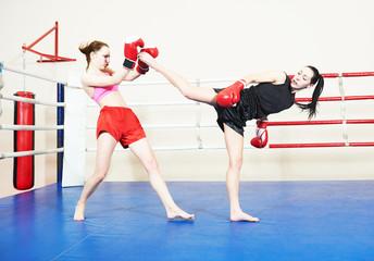 muai thai fighting women