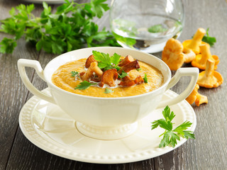 Cream soup with chanterelle mushrooms and pumpkin.