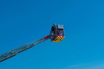 Pompier et grande échelle.