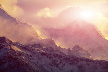 Photo sur Plexiglas Saumon sunrise in the mountains