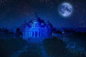Stores à enrouleur Delhi India. Delhi. Akshardham by the light of full Moon.