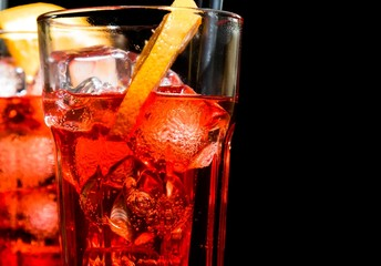 Fototapete - close-up of spritz aperitif aperol cocktail with orange