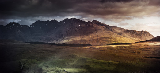 Photo sur Plexiglas Marron chocolat Mountain range on the Isle of Skye, UK